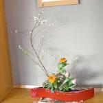金盞花と雪柳のアレンジ