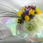 ラナンキュラスとイエローサルタンの花束