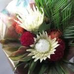 ホワイトキングプロテアの花束