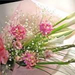 カラーとワトソニア、エピデンドラムの花束