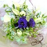 カラーとブルースター、トルコキキョウの花束