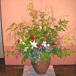 笹竹とカライトソウを使った生け込みの花