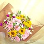 ワックスフラワーとヒマワリの花束