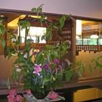 ヤマゴボウとカライトソウを使った生け込みの花