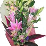アルストロメリアと百合の花束
