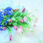 デルフィニウムとチューリップの花束