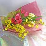 バラとオンシジウムの花束