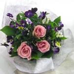 スズランとビオラの花束