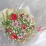 バラとブバルディアの花束