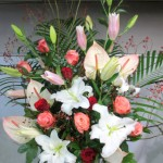 周年祝いのスタンド装花