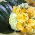 黄色いバラとカーネーションの花束