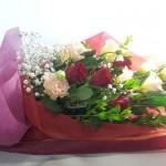 バラとトルコキキョウの花束