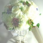 バラとカーネーションのブライダルブーケ