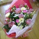 バラとマーガレットの花束