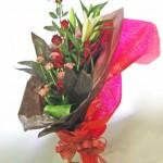 バラと百合の花束