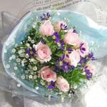 バラと都忘れの花束