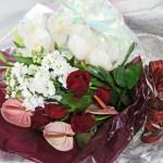 バラとシンビジウムの花束
