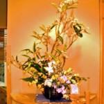 ビワの花とデンファレ