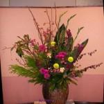 ツルバラの実とビワの花