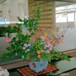 絞り咲椿とサンキライ