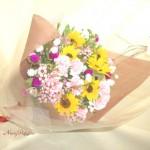 向日葵とワックスフラワーの花束
