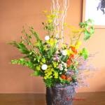 酸漿と女郎花のアレンジ