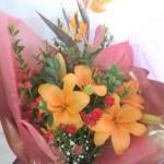 透かし百合とギンバイカの花束