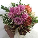 ギンバイカとバラのアレンジメント