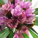 クルクマとバラの花束