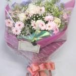 ガーベラとブルーレースフラワーの花束