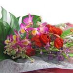 春咲グラジオラスとデンドロビウムの花束