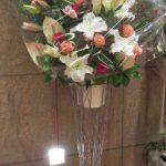 カサブランカとアンスリウムのスタンド装花