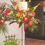 アンスリウムとグラジオラスのスタンド装花