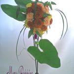 アンスリウムの葉とバラのブーケ
