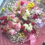 スカシユリとミニバラの花束