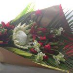 キングプロテアとスカシユリの御祝いの花束