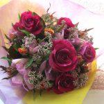 フジバカマとバラの花束