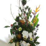 ストレリチアと寿松のお正月のアレンジ