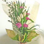 ユーカリとチューリップの花束