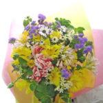 イエローサルタンとアゲラタムの花束