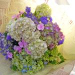 紫陽花とアゲラタムの花束