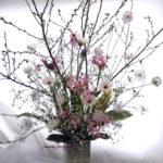 寒桜とネリネのアレンジ