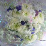 ラナンキュラスとホワイトレースフラワーの花束
