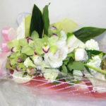 ラナンキュラスとシンビジウムの花束