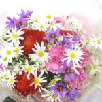 リューココリーネとラナンキュラスの花束
