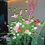 紅花とグロリオーサのアレンジ