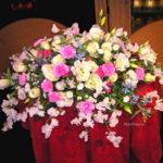 スイートピーとトルコキキョウのテーブル装花