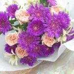 ストケシアとカーネーションの花束