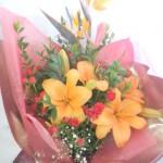 ストレリチアと百合を使った花束