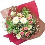 カスミソウとミニバラを使った花束